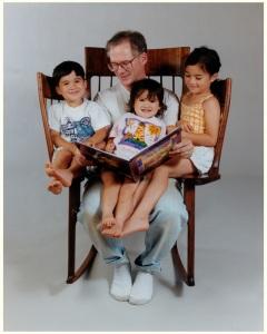 Sedia-a-dondolo-per-leggere-storie-a-bambini-1-8
